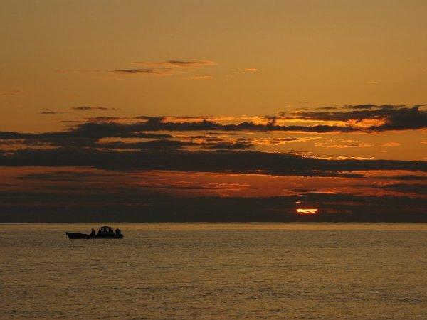 夕日に染まる空と雲