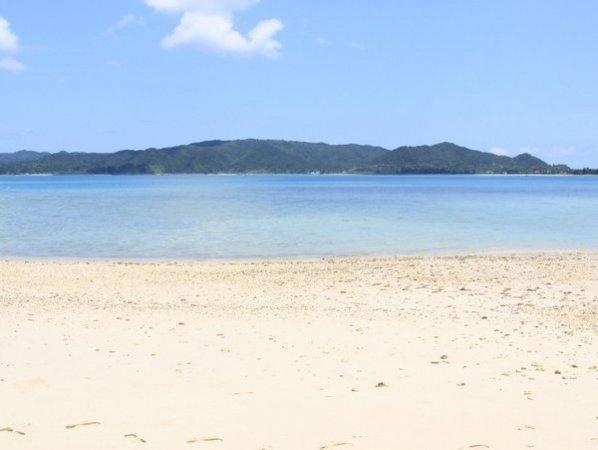 奄美ブルーの海と白い砂浜