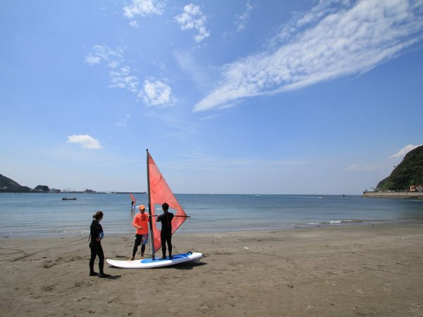 風光明媚な逗子湾でウィンドサーフィン体験