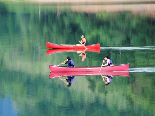 山々に囲まれた、かなやま湖。静かな湖で心癒されますせんか?