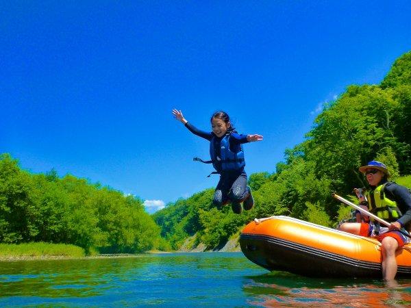 ボートからジャーンプッ!川遊びって楽しいね~♪