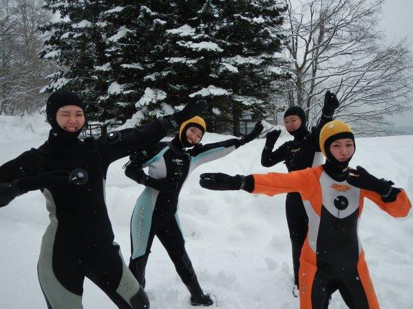 保温性抜群のダイビング用ドライスーツ