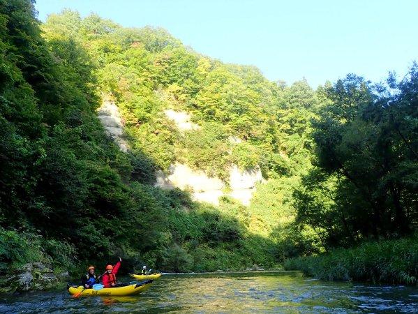渓谷と緑のコントラストが美しい景色が広がります!