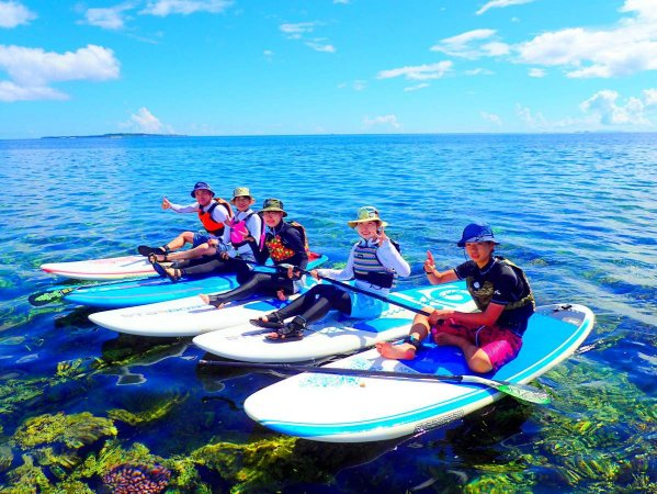 ボードに乗って水上散歩!大自然を楽しもう!