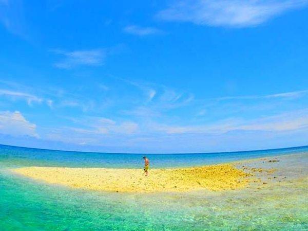 サンゴのかけらでできた真っ白な島、バラス島