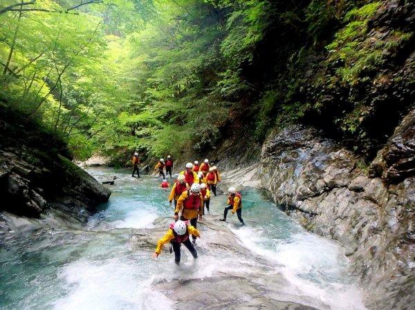 奈良の秘境・神童子谷でキャニオニングを楽しもう!