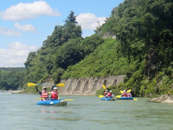 うまく艇を操って川下り!ダッキー&川遊びを思いっきり楽しもう!