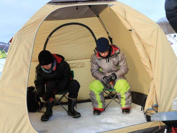 暖かいテントで釣りを楽しもう!
