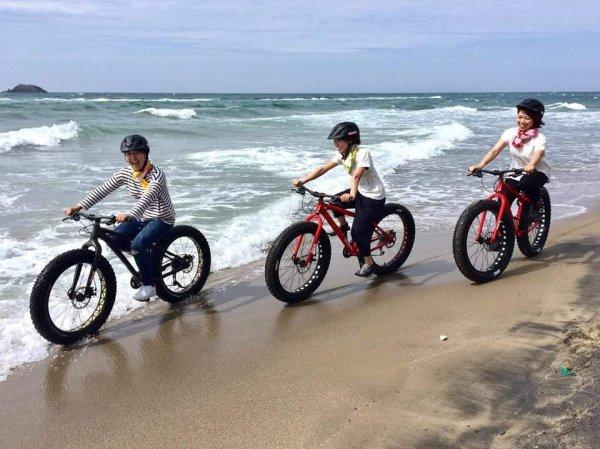 ファットバイクなら、波打ち際を走ることだってできちゃいます!