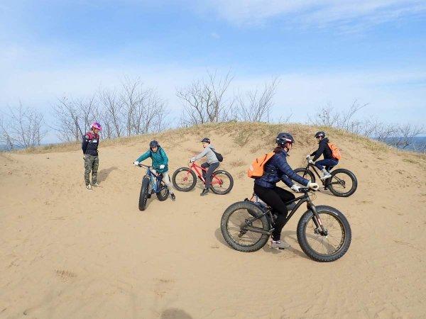 最初に砂の上での走行をしっかり練習します。