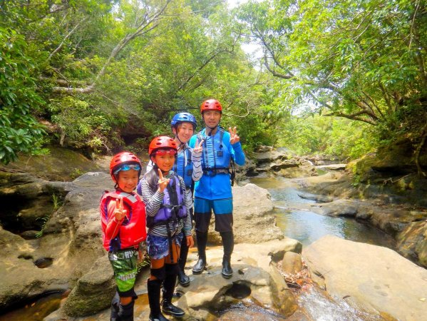 子どもから大人まで楽しめる!西表島の暑い夏にはキャニオニングがおすすめ!