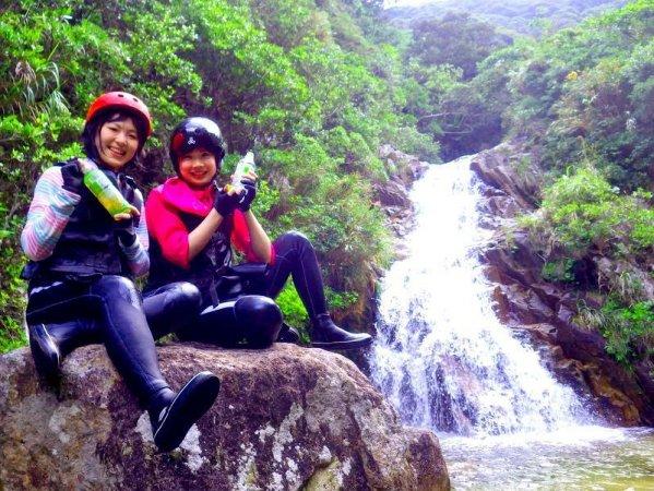 秘境の滝を目指し遊び要素満載のジャングルリバートレッキングに出発!