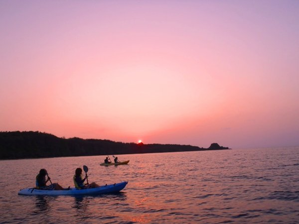 茜色の海と空が美しいサンセットカヤック!