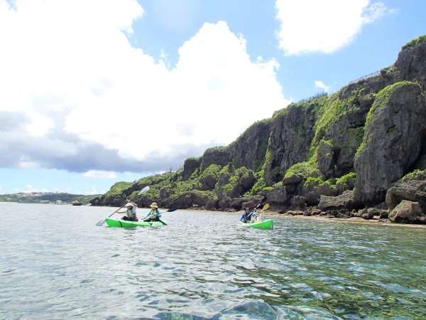 迫力満点の琉球石灰岩の断崖!