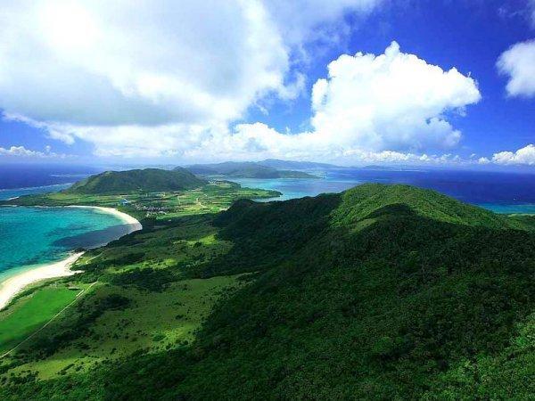 観光地から離れ、手付かずの海・山を空から一望できる最高の体験!