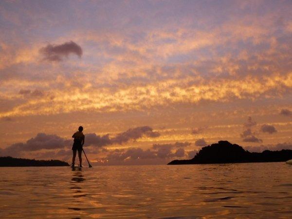 夕方には海に沈む夕日が見られることも!