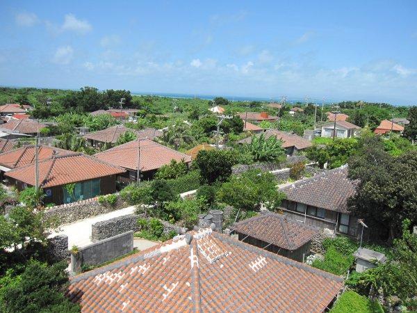 古き良き沖縄を感じられる竹富島観光付きコース