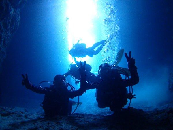 《ビーチエントリー》青の洞窟 体験ダイビング