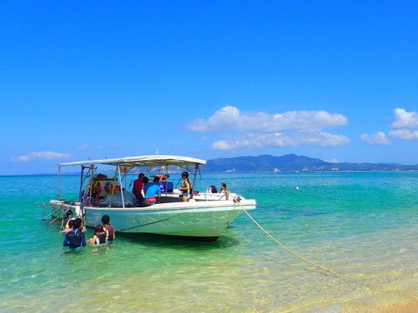 沖縄の澄みんだ海と知り砂浜!
