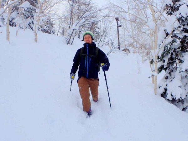 ふっかふかの雪原を駆け下りて気分爽快!