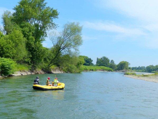 富良野市街エリアの空知川は流れがとっても穏やか。家族みんなが楽しめるフィールドです