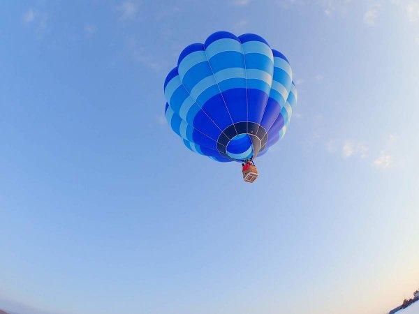 風に乗って大空を自由に旅するフリーフライト