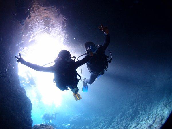 青の洞窟入り口から探検に出発