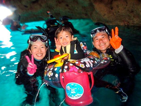 ボートで楽々エントリー!青の洞窟シュノーケリング