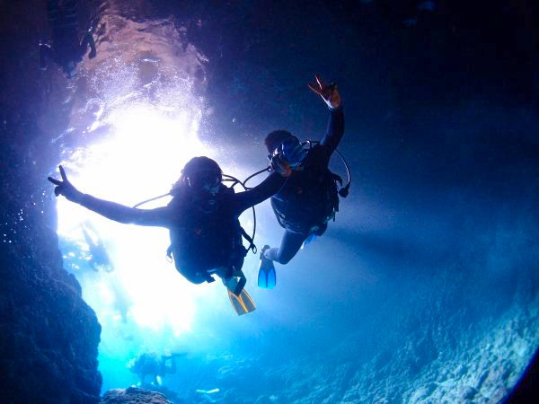 ボートで楽々エントリー!青の洞窟シュノーケル&青の洞窟体験ダイビングセット