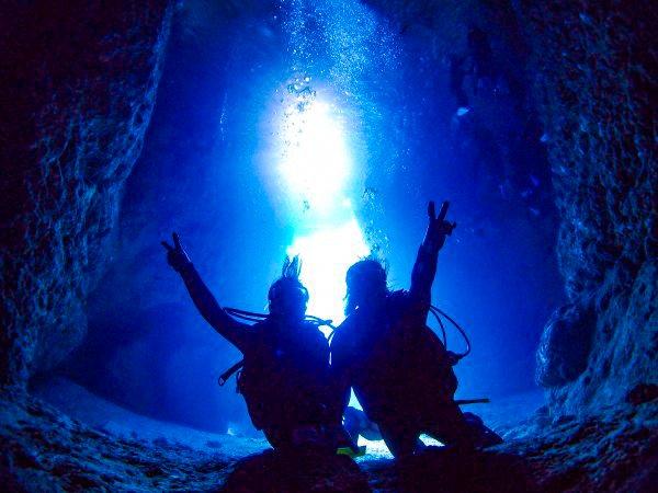 最新GoPro8高画質写真&動画つき!ボートで行く青の洞窟体験ダイビング