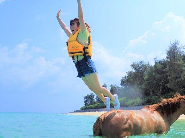 馬と一緒に伊江島の海を遊びつくそう!