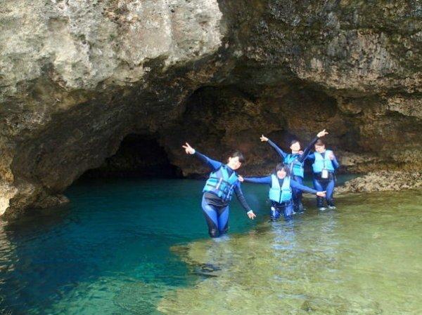 青の洞窟シュノーケリング&洞窟探検