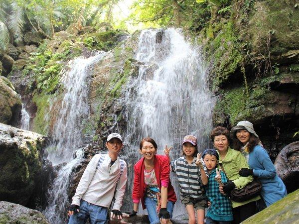 ジャングルの奥地にある滝を目指す「リバートレッキング」コース