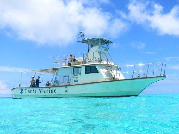 代表のこだわりが詰まったオリジナル設計の船「ラポール号」で快適にツアーを楽しもう