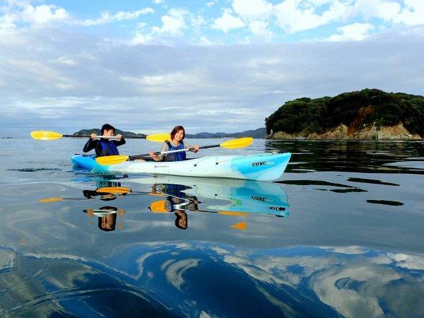 観光地・伊勢志摩の前に広がる湾内でシーカヤック体験。