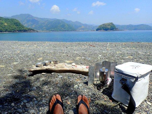 静かなビーチでコーヒーブレイク。