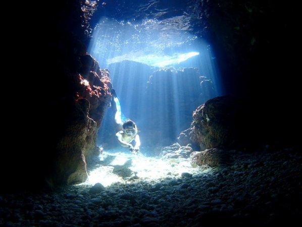 アーチやトンネルなど心くすぐる地形ポイントが豊富!ガイドおすすめの2ポイントで楽しめます!