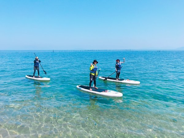知る人ぞ知る絶景ビーチ!アクアブルーに輝く湖と白砂が広がる白ひげ浜
