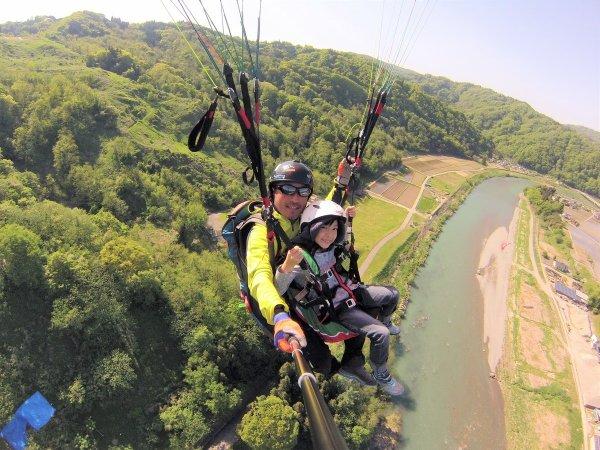 美しい山々に囲まれ、清き川が流れる生坂村でフライト(午後コース)