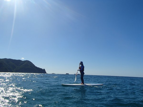 海上のひんやりとした空気、 磯の香り、波や風の音、水中に差し込む光、 など地球を全身で感じられます。