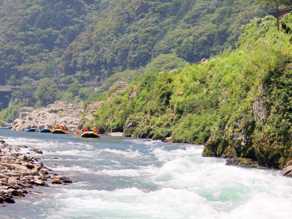 スケール満点の渓谷を流れる吉野川で開催!