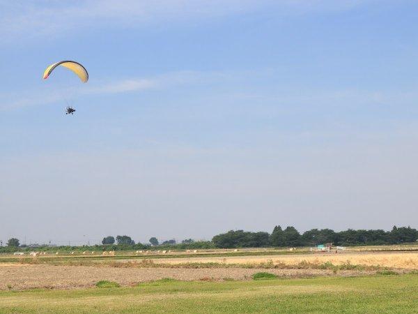 インストラクターと一緒に2人乗り!エンジン付きのパラグライダーで大空を遊覧飛行