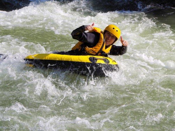 スリル満点!全身で川の流れを感じるリバーボード!