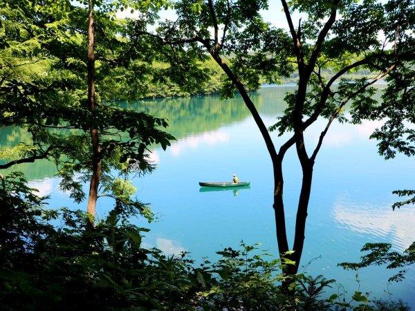 森に囲まれた青木湖で楽しむカヌーツアー