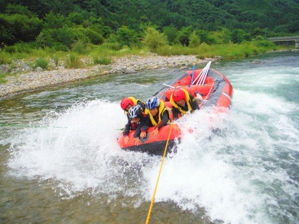 水遊び④ラフティングボートでサーフィン