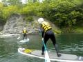 ボードの上に立つと、川底を覗けたり、川の先の景色も見えるようになり、SUPならではの視点が楽しめます。