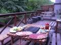 人気のBBQプランもあり!集合施設隣のBBQ専用施設(屋根付きテラス席)での人気BBQです。