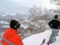 リフトに乗り1000mへ。ここから駆けおりたり、深雪の中へ飛び込んだり・・・《スノーシューダウンヒル》