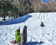 ヘルメット、スノーシューを身に付け、小高い丘にてレクチャー開始!初心者も参加OK!