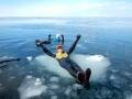 【冬の知床一日ツアー】流氷の上を歩いて沖まで。専任のガイドが引率するので安心です